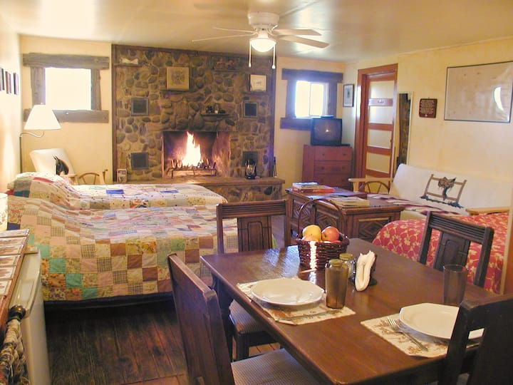 Rt 66 JX Ranch Bunkhouse Longhorn R