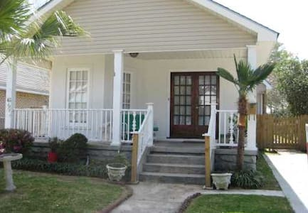 Home 10 min From Downtown NOLA - Metairie
