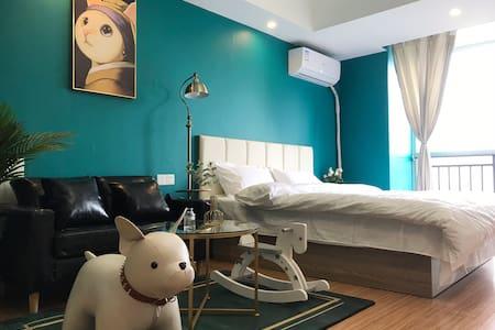 孔雀蓝派对动物房 万达商圈内江首家设计师特色主题轻奢房