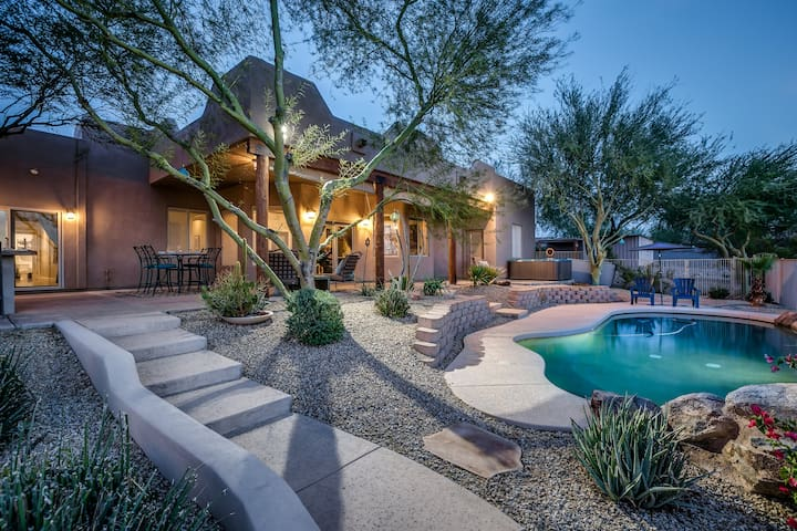 Desert Dream Home •heated pool •hot tub • views