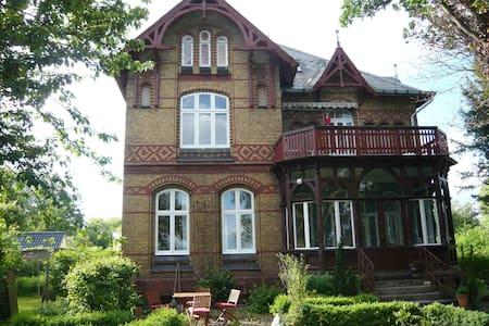 Villa Eck Eutin Dachgeschosswohnung - Eutin - วิลล่า