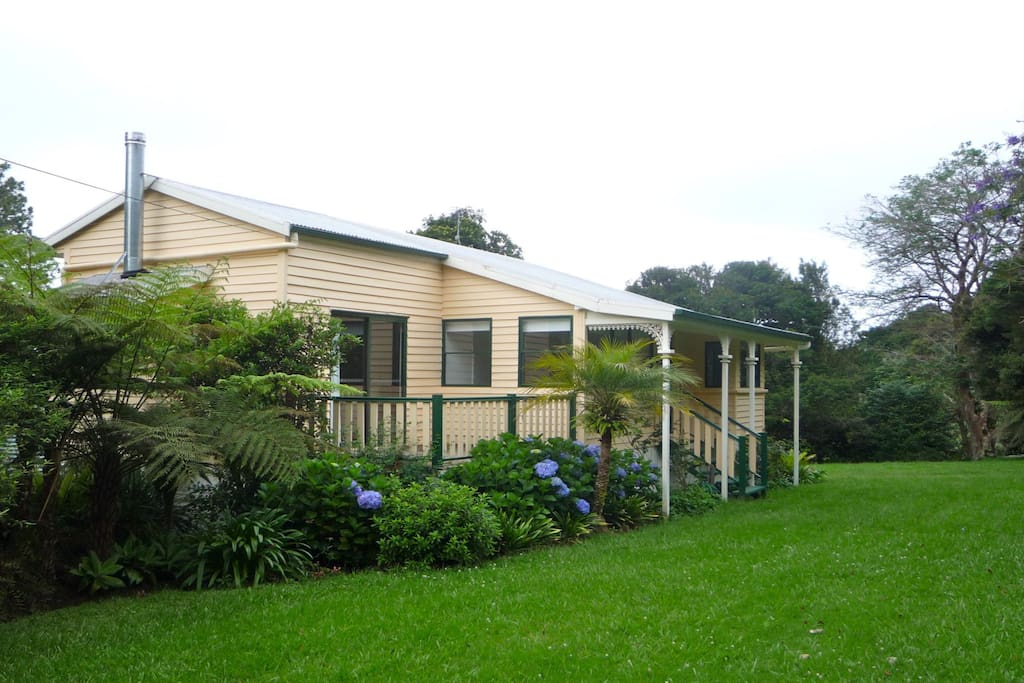 Echo Valley Farm Cottage - Houses for Rent in Springbrook ...