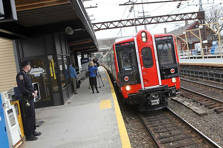 1hr to NYC, near Fairfield  Univ., TRAIN &I-95