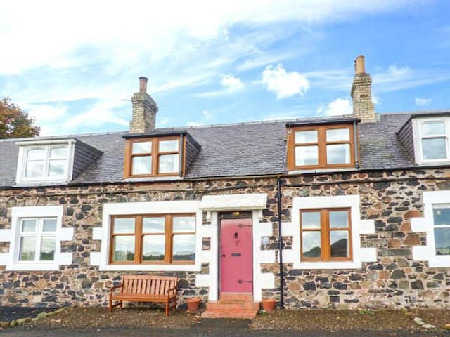 5 FALSIDEHILL FARM COTTAGES, family friendly in Kelso, Ref 948371