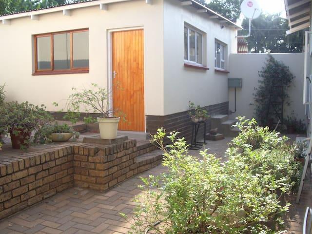 Dee's Bachelor units in Riviera, Pretoria