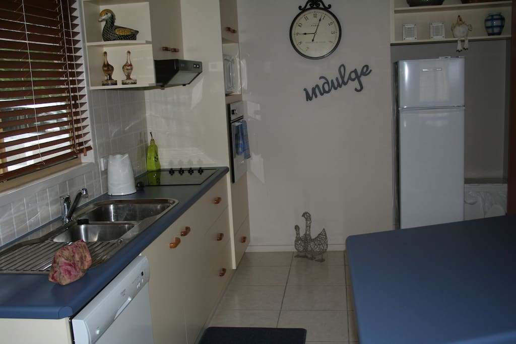 Fully appointed kitchen, oven, microwave - the lot.