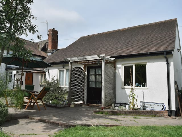 Frome Cottage (UKC785)