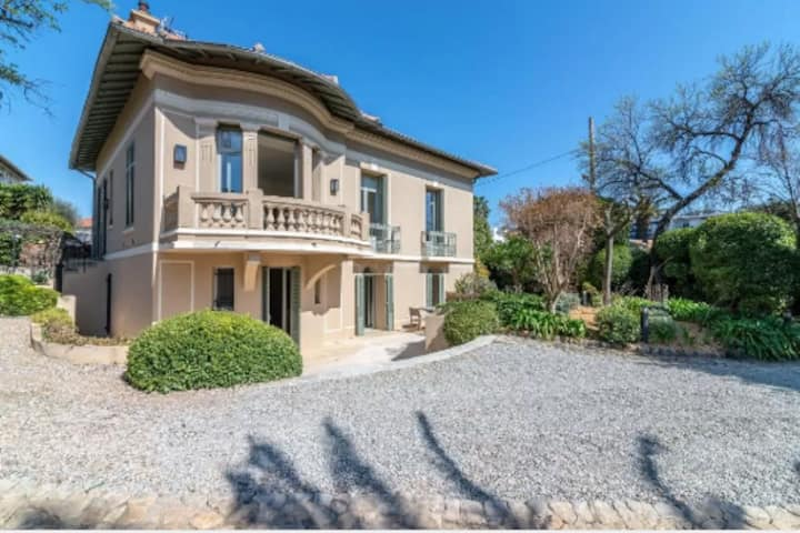 Luxurious, Exclusive and Hidden Villa in Cannes