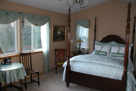 Little Clam Bay Bed & Breakfast - Port Orchard
