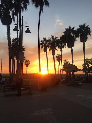 Venice Beach home overlooking boardwalk and ocean - Los Ángeles