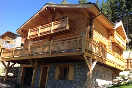 Appartement indépendant beau chalet - Égat - Bed & Breakfast