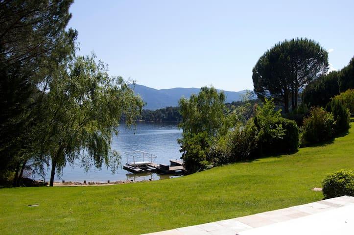 House by San Juan lake near Madrid
