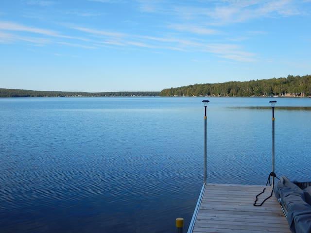 4 Season Lake Cottage with stunning views!