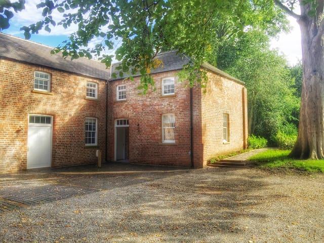 No. 4 Enjoy a Little Luxury - Bishopthorpe - House