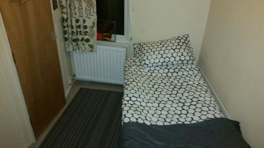 Cosy single room inc breakfast - Canterbury - Hus