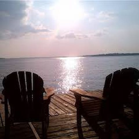 5 BR, Yr Round, Hot tub, 1 Hr T.O,  Fenelon, $199