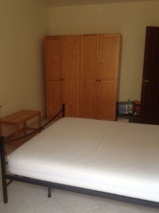 The main bedroom, king size bed comes with sheets and blankets - the personal stuff is not there anymore