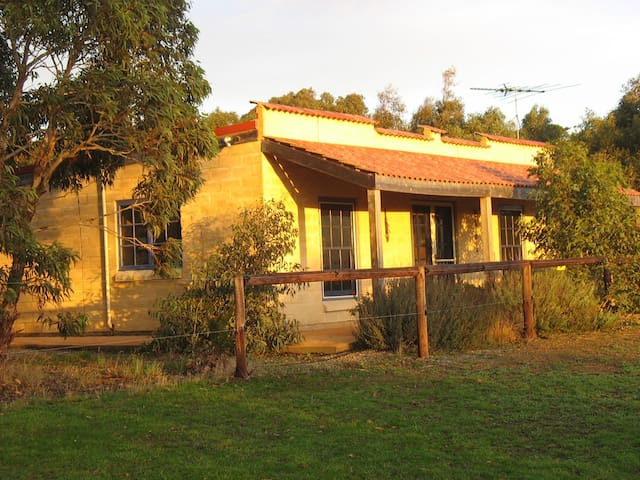 Dees Villa - self contained cottage