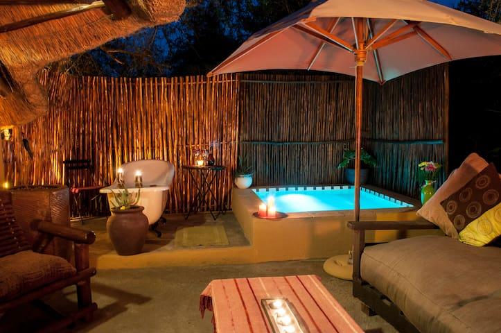 Manzini Swazi King Chalets - Marloth Park - Hytte (i sveitsisk stil)