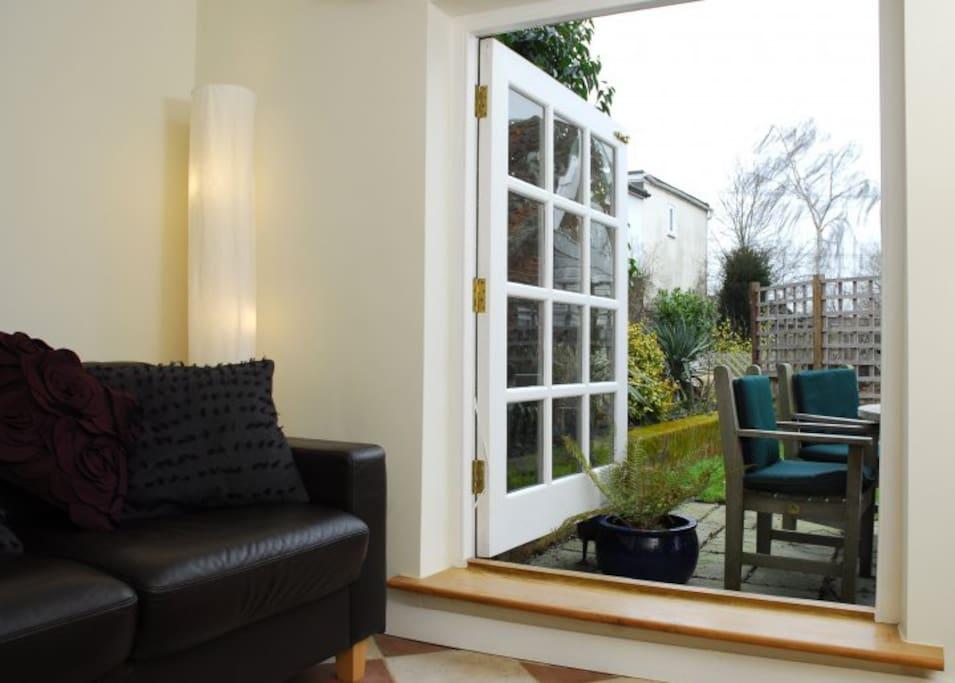 Neslon Studio - Living Room & Patio