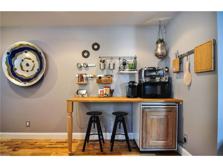 Kitchenette and desk provides a space for food storage, light meal prep, and laptop space.