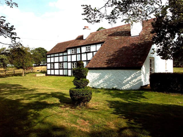 Picture perfect 5 bedroom English country getaway - Hanley Swan - Huis