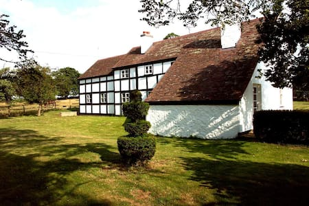 Picture perfect 5 bedroom English country getaway - Hanley Swan - Hus