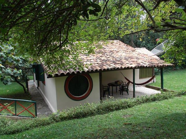 Chalé para casal em fazenda de natureza exuberante - São Roque - บ้าน