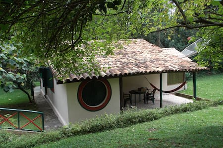 Chalé para casal em fazenda de natureza exuberante - São Roque