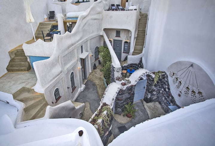 SANTORINI Fira CAVES Sleeps 4-6