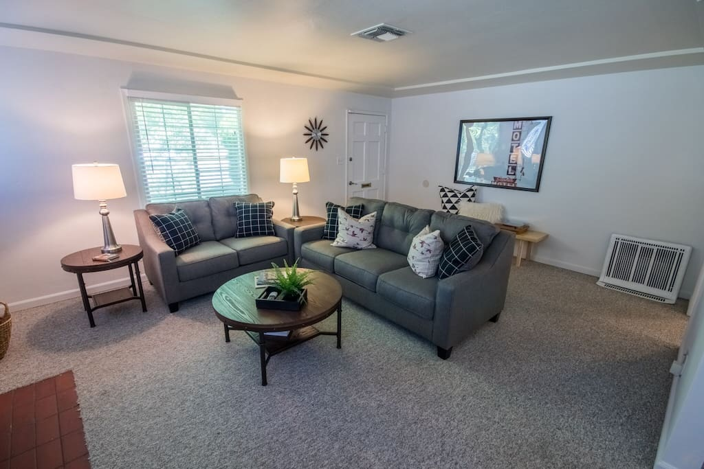 Spacious and cozy living room with record player + records!