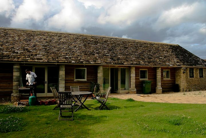 Secluded Cottage in the Countryside - Oaksey
