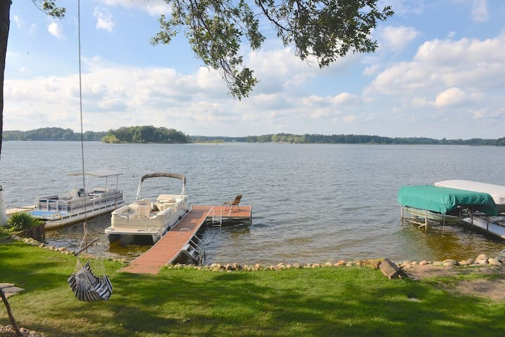Panoramic Waterfront Retreat on Crooked Lake - Delton - Huis