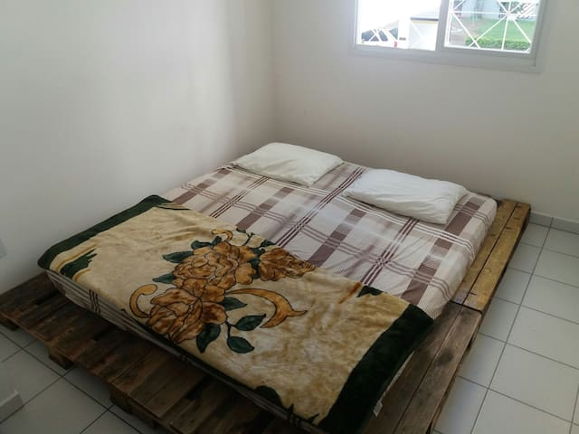 Comfortable room in a house - Blumenau - Casa