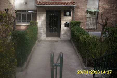 flat in Madrid close to the center - Madrid - Bed & Breakfast
