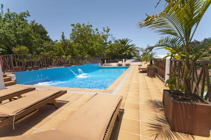 Holiday Cottage with pool (GC0001)