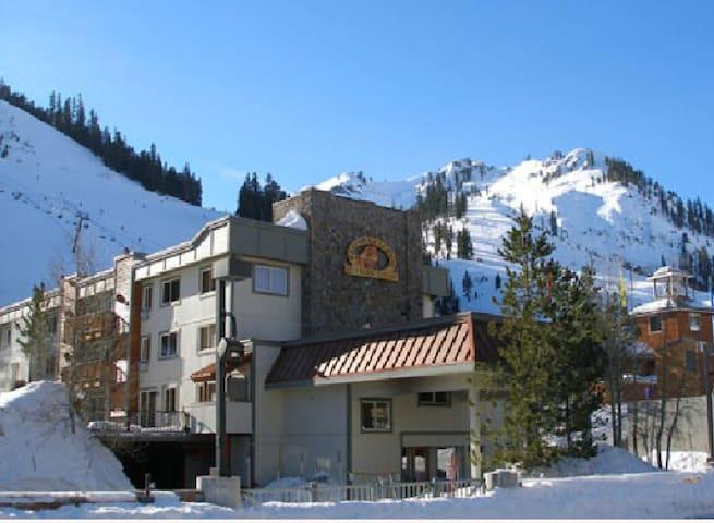 Ski-In/Ski-Out One-Bedroom Lodge