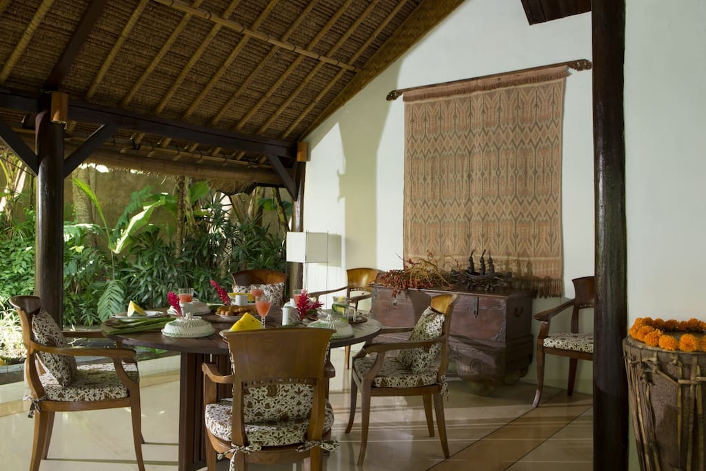 Dining room main villa