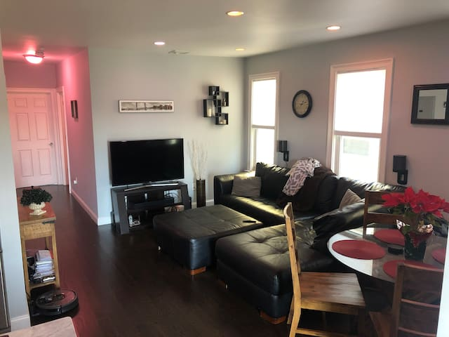 CLEAN Smart Room w/Roof Deck Near Airport & D-town