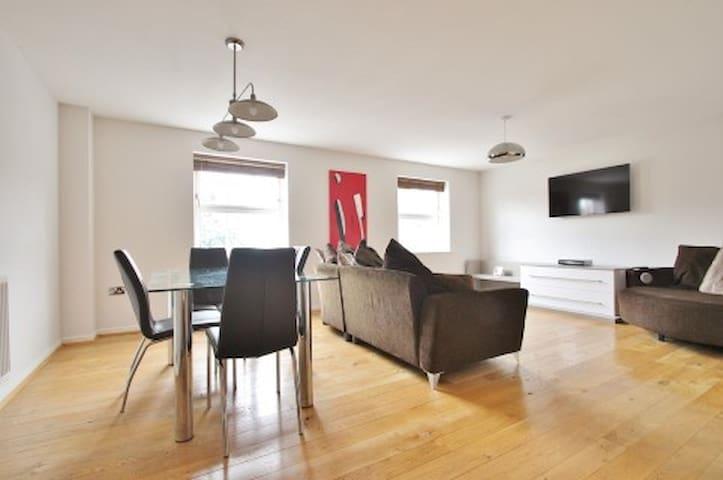 Modern, town centre apartment in Abingdon