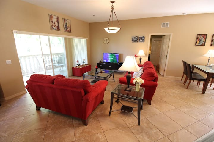 Spacious Golf course view-condominium