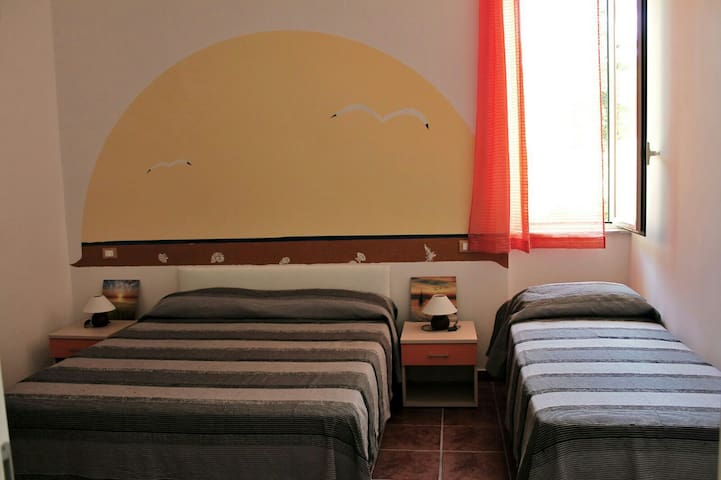 Stanza privata a pochi metri dalla spiaggia - Mongiove - Bed & Breakfast