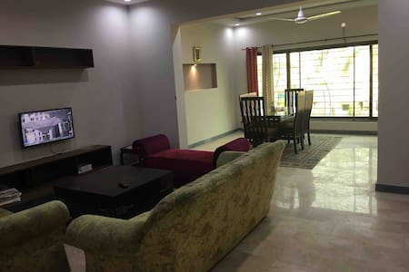 Spacious 2 Bed Apartment near Shaukat Khanum