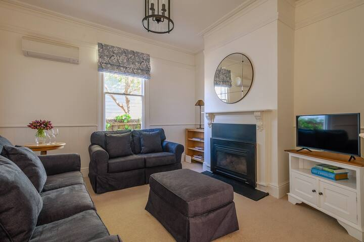 North Hobart charm. Newly renovated cottage.