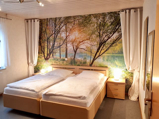 Helle Wohnung mit zwei Zimmern in ruhiger Lage