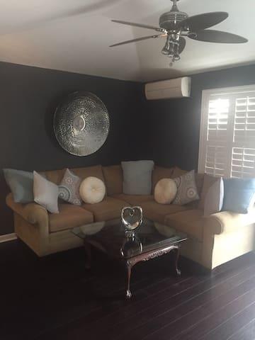 Beautiful Modern Bermuda Apartment - Smiths