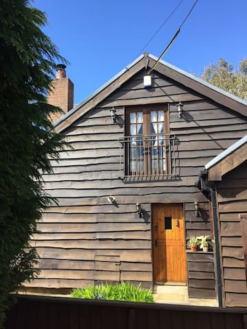 Cosy cabin retreat for European Cup - Pontypridd - Casa