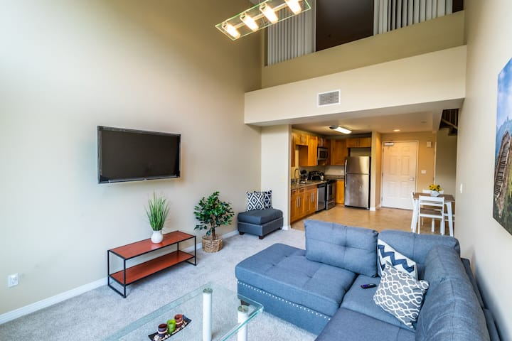 Modern Private Room with Queen Size Bed on DTLA!