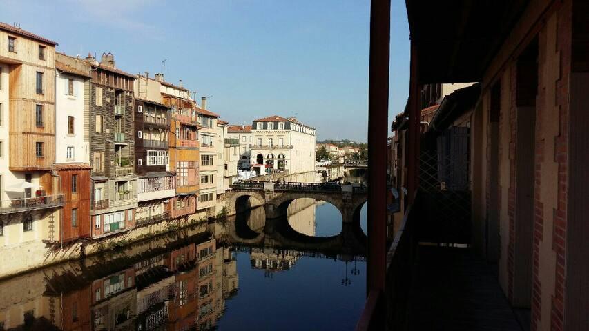 Charmant T2 plein centre avec balcon sur rivière