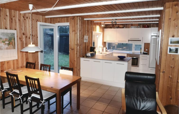 Holiday cottage with 4 bedrooms on 103m² in Grenaa